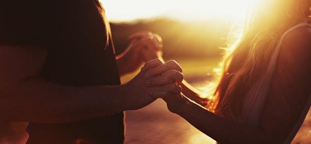 Причина сильных позитивных взаимных переживаний мужчины и женщины в начале отношений не в любви, а в восприятии друг друга как некое новое таинство
